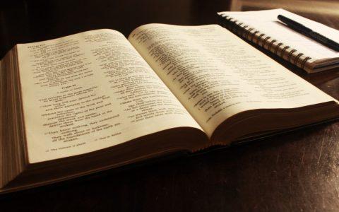 Czytanie Biblii codziennie - 9 wskazówek