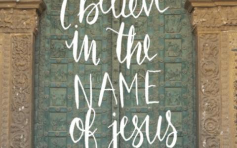 """fragment okładki książki ,,Wierzę w imię Jezusa"""""""