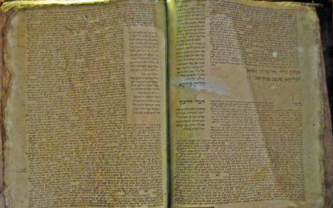 Spalenie Talmudu / na zdjęciu Talmud Babiloński