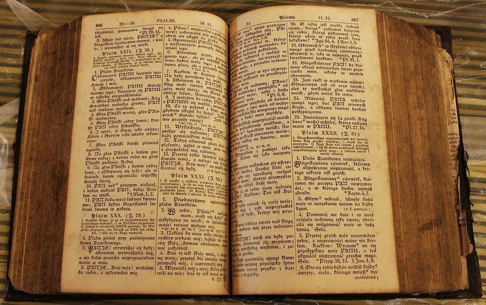 """Psalm 22. Czy słynne proroctwo zawiera słowo """"""""przebili"""", wskazujące na ukrzyżowanie?"""
